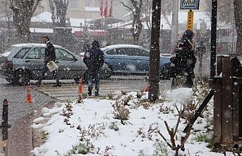 Karaman`da Mart Kapıdan Baktırdı Kazma Kürek Yaktırdı