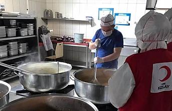 Karantina Yurtlarında Kalanlara 4 Öğün Yemek