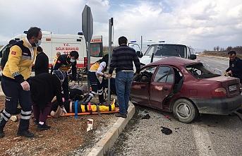 Konya'da Otomobille Minibüs Çarpıştı: 1 Ölü,...