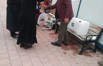 Muhtar Yumru'dan Mahallesine Ücretsiz Dezenfektan