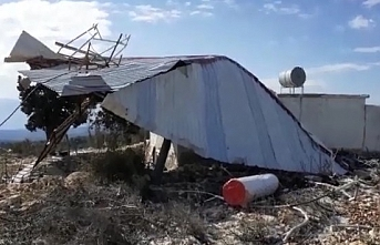 Silifke'de Fırtına Cami Çatısını Uçurdu