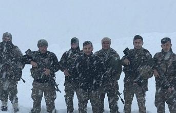 Sınırdaki Mehmetçikten 'Evde Kal Çağrısı'