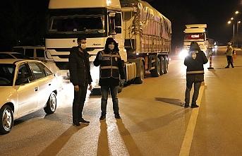 Karaman Polisi, Mersin ve Konya'ya Giden Sürücüleri Yasak Konusunda Uyardı