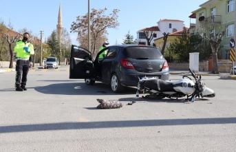 Karaman'da Motosiklet ile Otomobil Çarpıştı:...