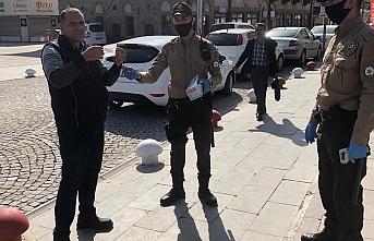Karaman'da Ücretsiz Maske Dağıtılmaya Başlandı