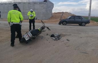 Motor ve Araba Kazasında: 2 Yaralı