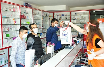 Karaman'da 68 Eczacı Esnafa Tek Tek Dağıtıldı