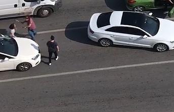 Trafikte Kadınları Sopayla Dövdü