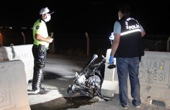Beton Bariyere Çarpan Motosiklet Sürücüsü Ağır...