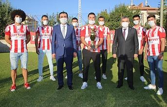 Şampiyon Karaman Belediyespor Kupasını Aldı