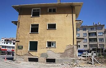 Yıllardır Atıl Durumda Bulunan Bina Yıkılıyor