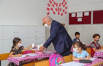 Erdemli'den 81 İldeki 81 Okula Limonata