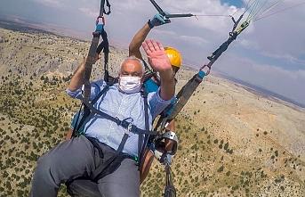 Karaman Dahil 6 İlden Katılan Paraşütçüler Maskeleriyle...
