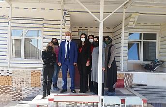 İl Müdürü Özcan Hibe Alarak Üretime Başlayan Kadınları Ziyaret Etti