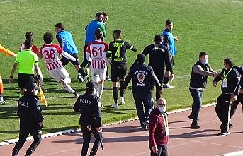 Karaman Belediyespor İle Çengelköy Arasında Oynanan Maçta Gergin Anlar
