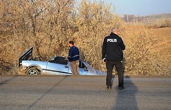 Ereğli'de Şarampole Devrilen Otomobilin Sürücüsü Yaralandı
