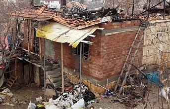 Karaman'da Çıkan Yangında Ev Kullanılamaz Hale...