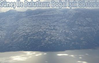 Karaman'da Güneş İle Bulutların Doğal Işık Gösterisi