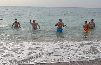 Mersin'de Kışın Ortasında Soğuk Dinlemeyip...