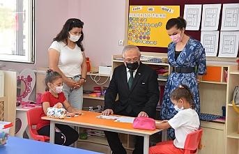 Rektör Ak'tan Minik Öğrencilere Sürpriz Ziyaret