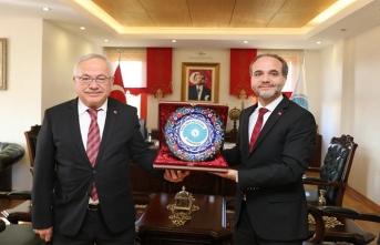 Rektör Ak, Rektör Hasan Uslu'yu Tebrik Etti