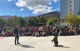 Jandarma'dan Öğrencilere Narko Köpekli Gösteri