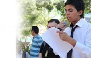 Bir Grup Gençten Sehitlere Saygi Mitingi