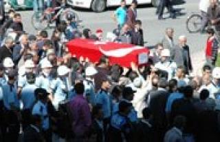 Sehit Polis, Gözyaslari Arasinda Topraga Verildi