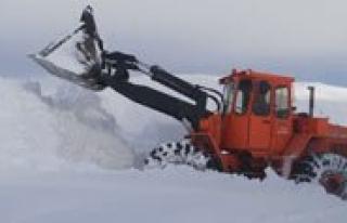 Yogun Kar Yagisi Köy Yollarini Kapatti