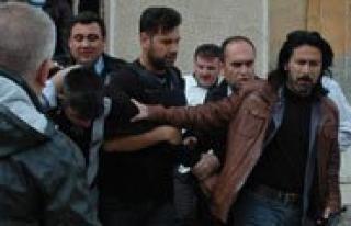 Adliye Önünde Silahli Saldiri: 1 Polis Sehit, 2...