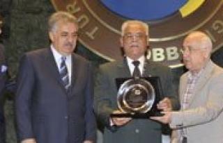 Ekrem Bastug Hizmet Seref Ödülü Aldi