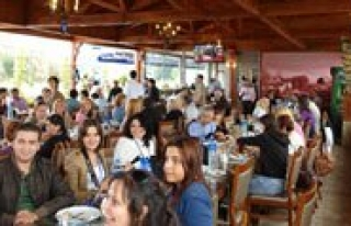 Karadagli Restaurant'in Iftar Yemegine Yogun Ilgi