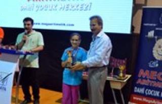 Türkiye'nin Dahi Çocuklari Arasinda Yer Aldi