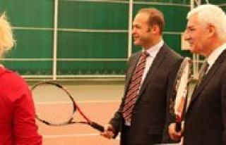 Tenis Turnuvasi Devam Ediyor