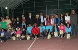 Cumhuriyet Bayrami Tenis Turnuvasi Sona Erdi