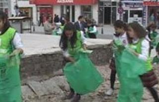 Babaoglu Koleji Ögrencileri Sehrin Çöpünü Topladi