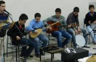 Gençlik Merkezi Müzik Grubundan Üniversite Ögrencilerine...