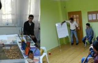 Gençlik Merkezi'nin Kurslari Sürüyor