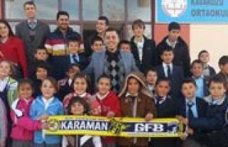 Genç Fenerbahçelilerden Kitap Bagisi