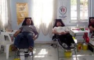 Gençler Kizilay Için Kan Bagisi Yapti