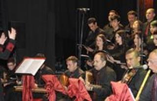 Türk Sanat Müzigi Korosu'nun Ilk Konseri Begenildi