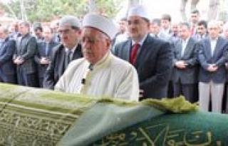 Milletvekili Elvan'in Babasi, Konya'da Topraga...