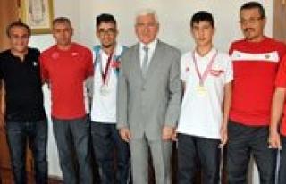 Sampiyon Sporcular Vali Koca'yi Ziyaret Etti