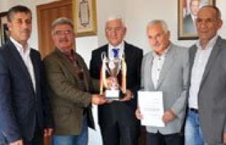 Karaman 70 Master Futbol Takimi Vali Murat Koca`yi...