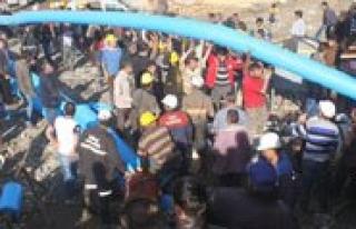 20 Isçinin Mahsur Kaldigi Maden Ocaginda Su Tahliye...