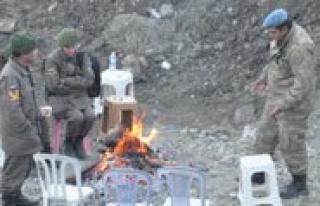 Ermenek`te Nöbet Tutan Güvenlik Güçleri Ates Yakarak...