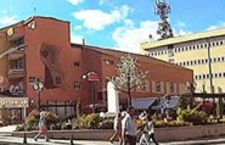 Eski Belediye Binasi Yikilacak. Yerine Ticaret Merkezi...