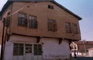 Belediye Sürüncemeye Birakinca, Tarihi Ev Kar'a...