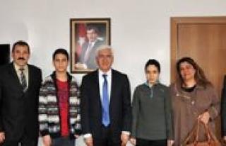 Vali Koca, Türkiye Sampiyonu Salim Imren'i Makaminda...