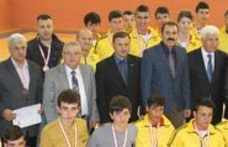 Karaman'da Düzenlenen Okullararasi Voleybol Turnuvasi...